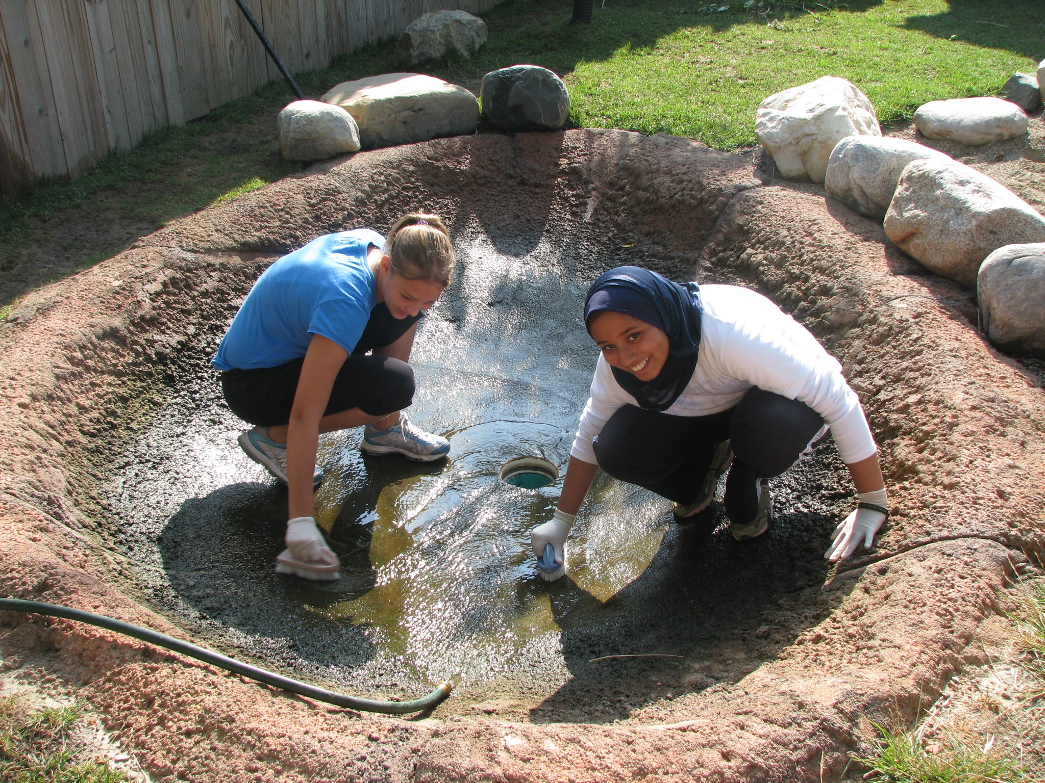 Hafsa and Bre scrubbing the wallaby pool.JPG